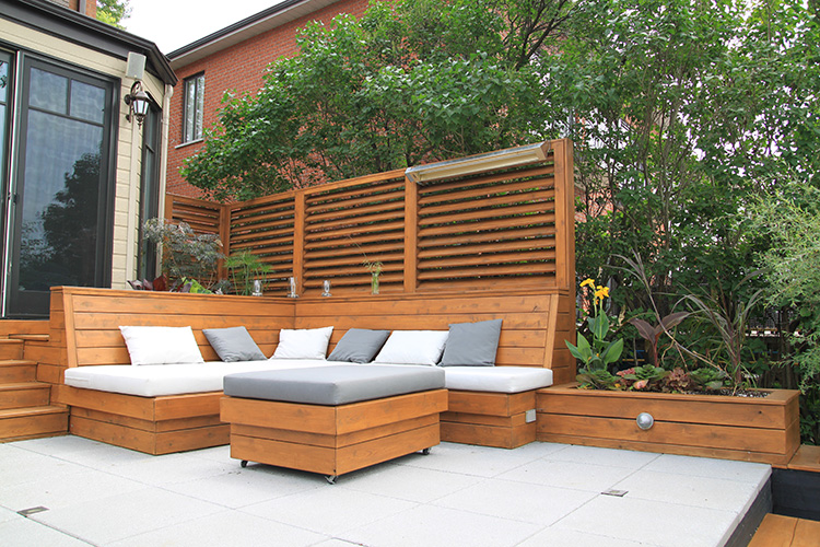 Modern decking montreal montreal outdoor living for Cloture bois piscine