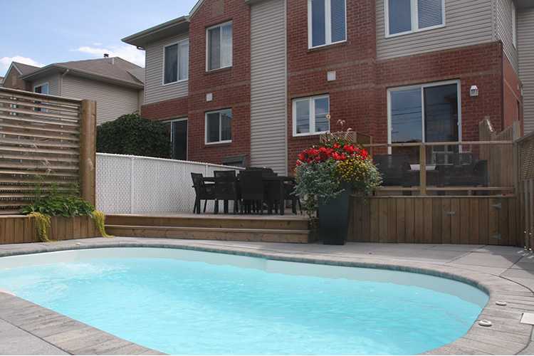 pool patio in small backyard 01 montreal outdoor living