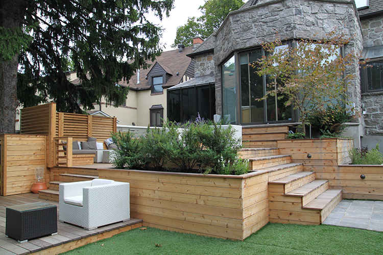 Urban backyard patio terrace in hampstead montreal for Plan de patio exterieur en bois