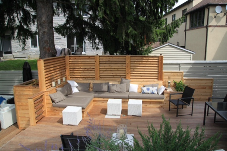 terrasse et patio urbains pour une cour arri re. Black Bedroom Furniture Sets. Home Design Ideas