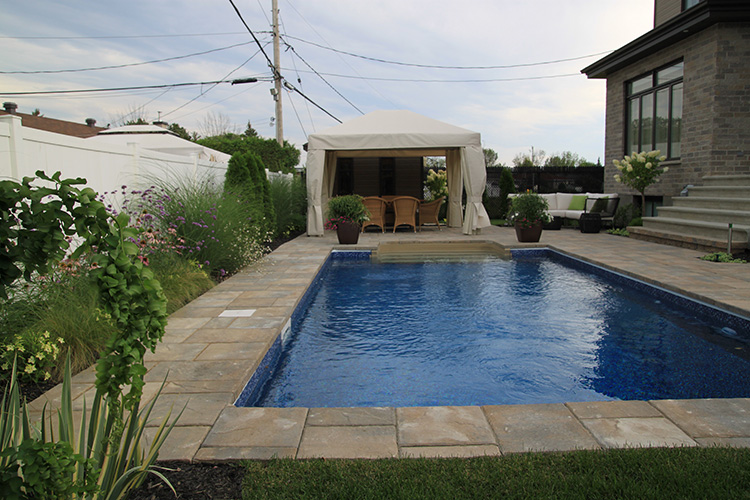 Classic pool deck tiles montreal outdoor living for Recouvrement galerie exterieure