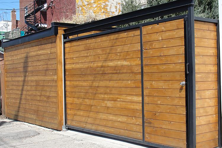Rampes et cl tures minimalistes et modernes montreal for Porte en acier pour cabanon