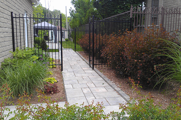 Modern Outdoor Fences : Modern Minimalist Fences  Montreal Outdoor Living