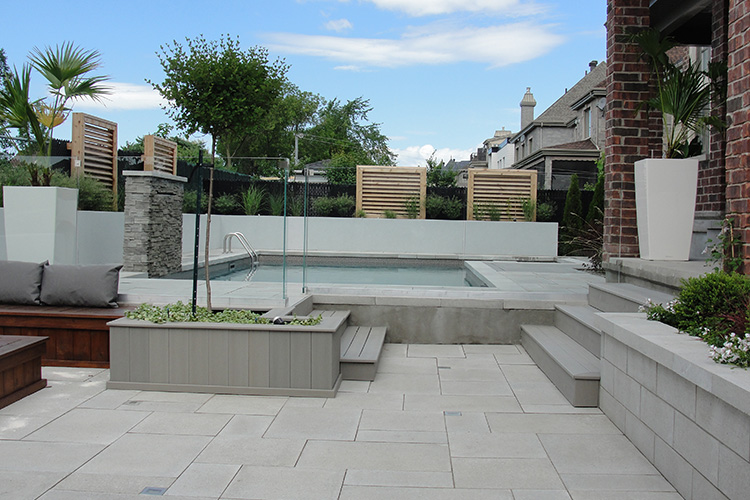 Modern pool deck tiles montreal outdoor living - Decke modern ...