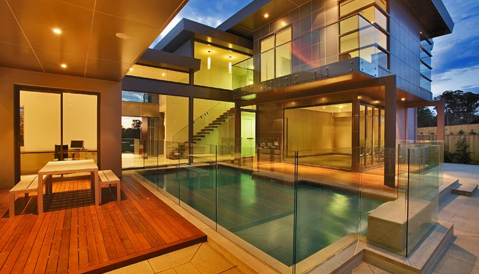 Cl ture piscine en verre photo 1 pictures to pin on pinterest for Barriere piscine verre