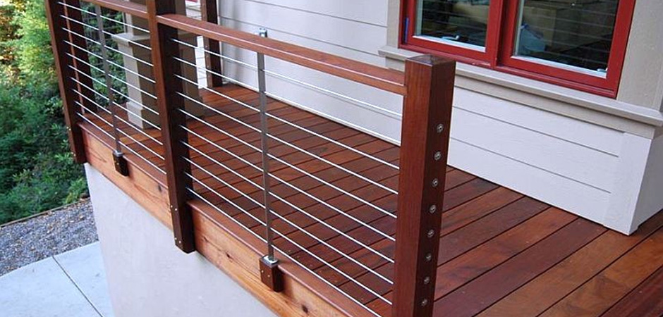 Modern urban backyard in old montreal montreal outdoor for Modern balcony railing design